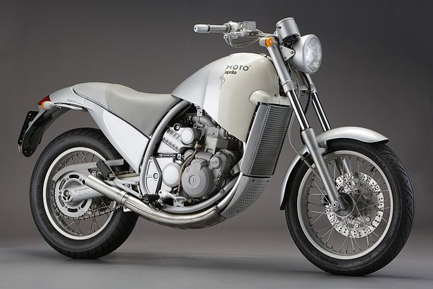 Aprilia Moto 6.5. Diseñada por Philippe Starck en 1995.