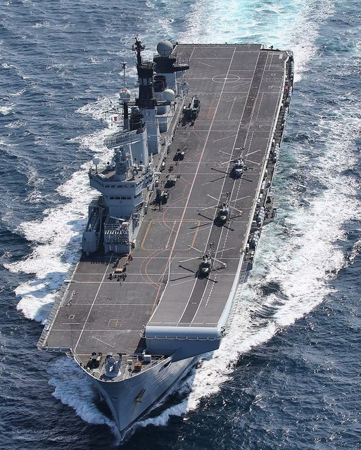 HMS Illustrious at speed in the English Channel.