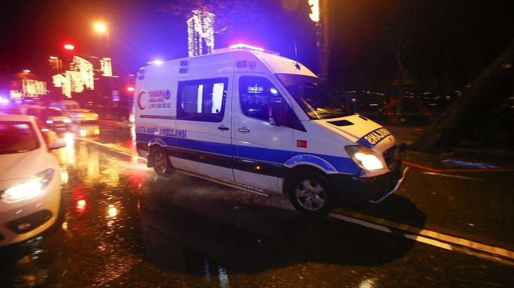 """Raja Salman kecam serangan Istanbul  RIYADH (Arrahmah.com) - Raja Arab Saudi Salman bin Abdulaziz Al Saud telah mengirimkan ucapan belasungkawa kepada Presiden Turki Recep Tayyip Erdogan menyusul serangan bersenjata di Istanbul yang mengakibatkan 39 orang tewas dan puluhan orang luka-luka.  Dalam sebuah pernyataan yang dirilis oleh Saudi Press Agency Raja Salman mengatakan: """"Kami telah menerima dengan duka cita yang mendalam berita tentang serangan bersenjata di Istanbul yang mengakibatkan…"""