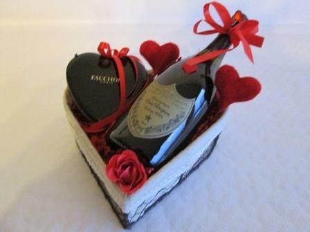 Idée cadeau pour la Saint Valentin  Champagne Dom Pérignon - Chocolat Fauchon Paris - coeur en fer forgé - Livraison en 24 heures Belgique
