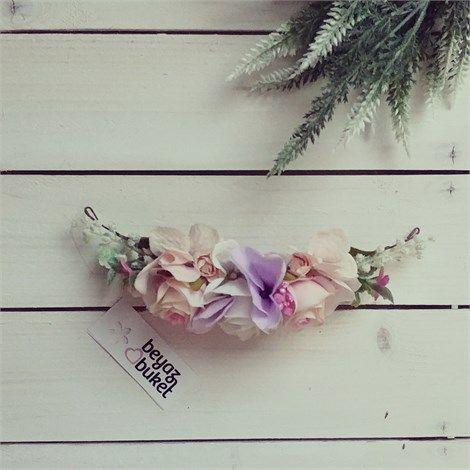 Belle Çiçekli Saç Aksesuarı | Beyaz Buket    Baharın güzelliği saçlarınıza konsun Belle Çiçekli Saç Aksesuarı
