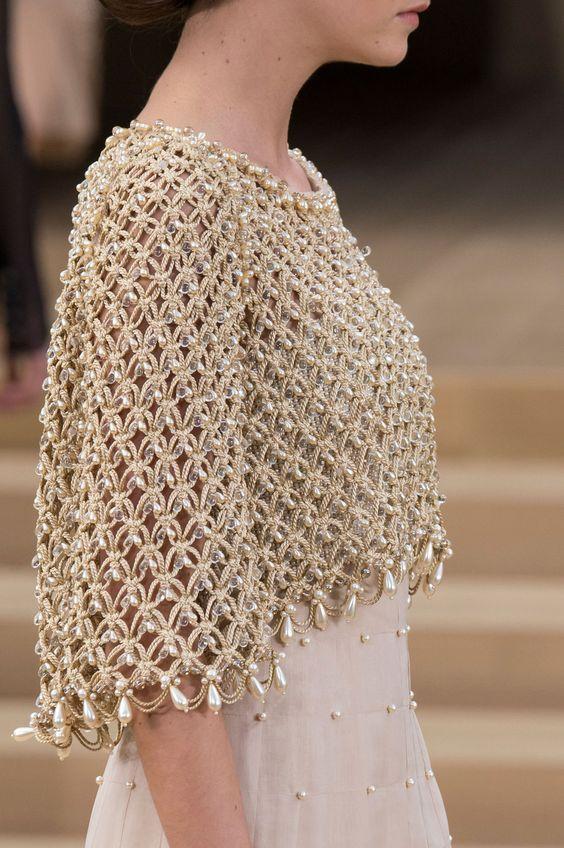 06/12/16: Weave and pearls on top.  Chanel haute couture printemps-été 2016 | Visitez espritdegabrielle.com…