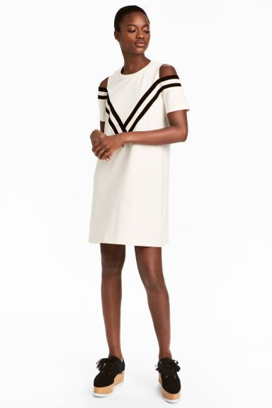 Sukienka cold shoulder - Biały - ONA   H&M PL