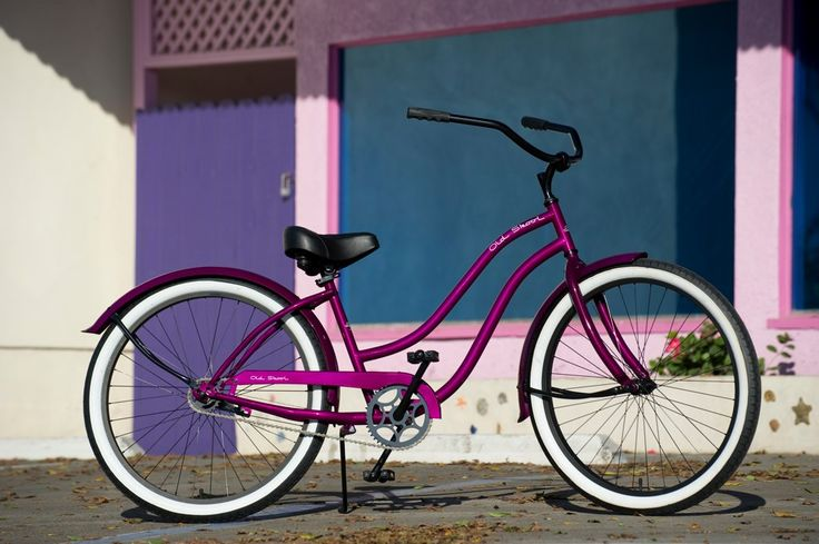 The Old Skool by HBBC is uniquely designed cruiser that features classic retro style. Cruise down the lane on this blast from the past with its bold color scheme and vintage frame. Custom grips that w