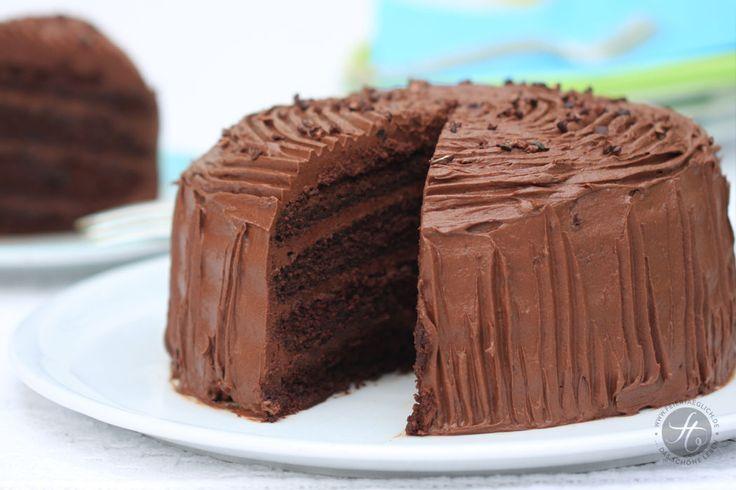 Kleine supersaftige Schokoladen-Buttercreme-Torte zum Geburtstag – feiertäglich…das schöne Leben