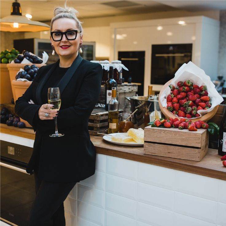 Our resident Socialite, Melissa Hoyer believes keeping your composure is essential to successfully hosting a dinner party.