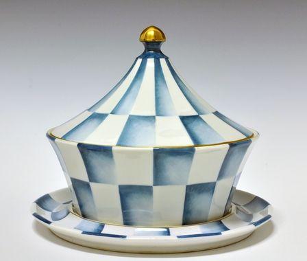 Soup-tureen by Nora Gulbrandsen (decor) and Hans Flygenring (model) for Porsgrund Porselen. In production between 1927-1935 Model nr 1825.