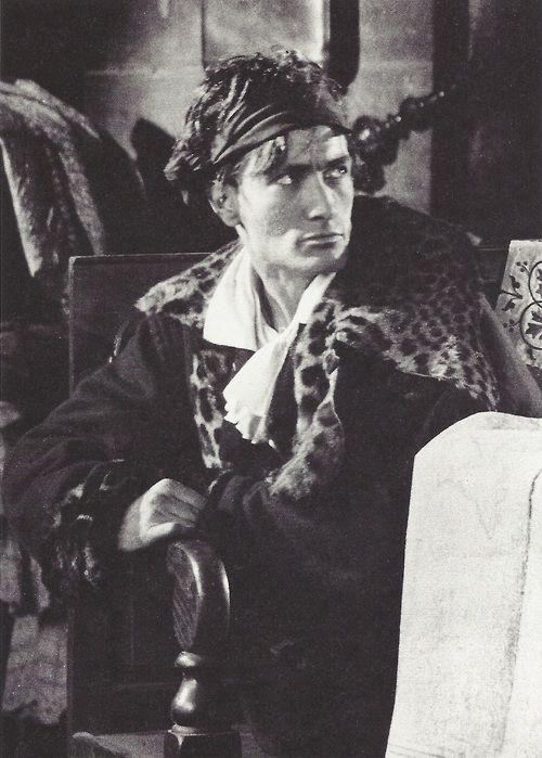 France. Antonin Artaud photographié par Boris Lipnitzki sur le tournage du Napoléon d'Abel Gance, entre 1925 et 1927.