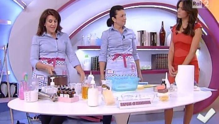 Sapone di Marsiglia | Titty e Flavia, a Detto Fatto, ci svelano tutti i segreti su come usare il famoso sapone di Marsiglia.