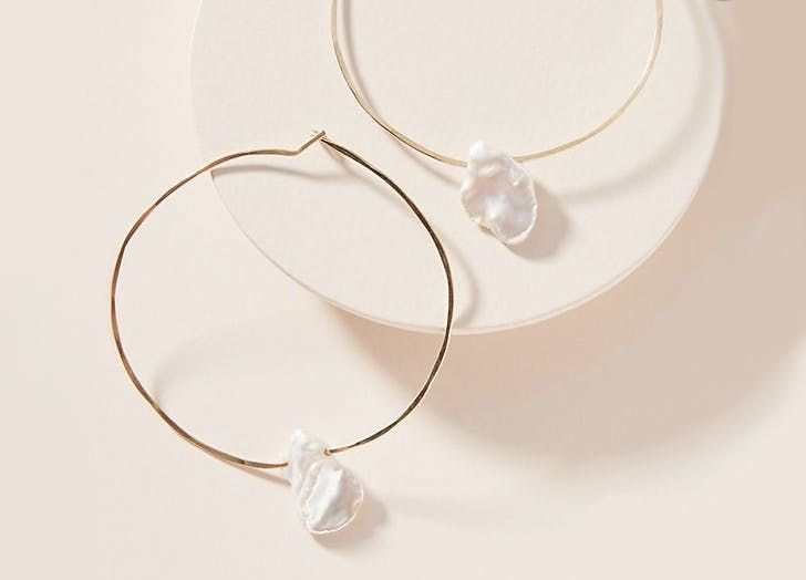 Baroque Pearls Are The New Old Jewelry Trend You Re About To See Everywhere Silver Earrings Geometric Jewelry Trends Baroque Pearls Jewelry
