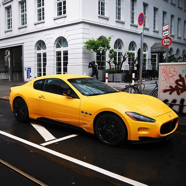 Maserati Granturismo MC Stradale. Am I the only one who'd like a car like this with rows of taxi checkers on the sides?