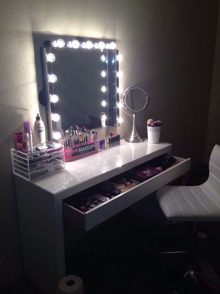 Love the white vanity table
