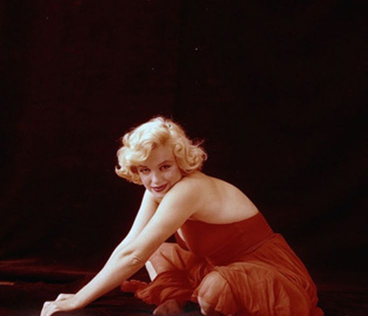 marilyn monroe red dress sitting photo by milton greene