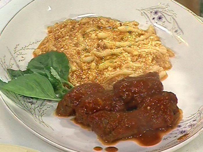 Aprende a preparar esta receta de Braciole (Niños envueltos de carne), por Donato De Santis en elgourmet