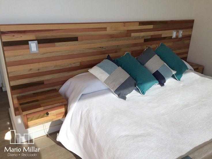 respaldo de madera natural con veladores integrados