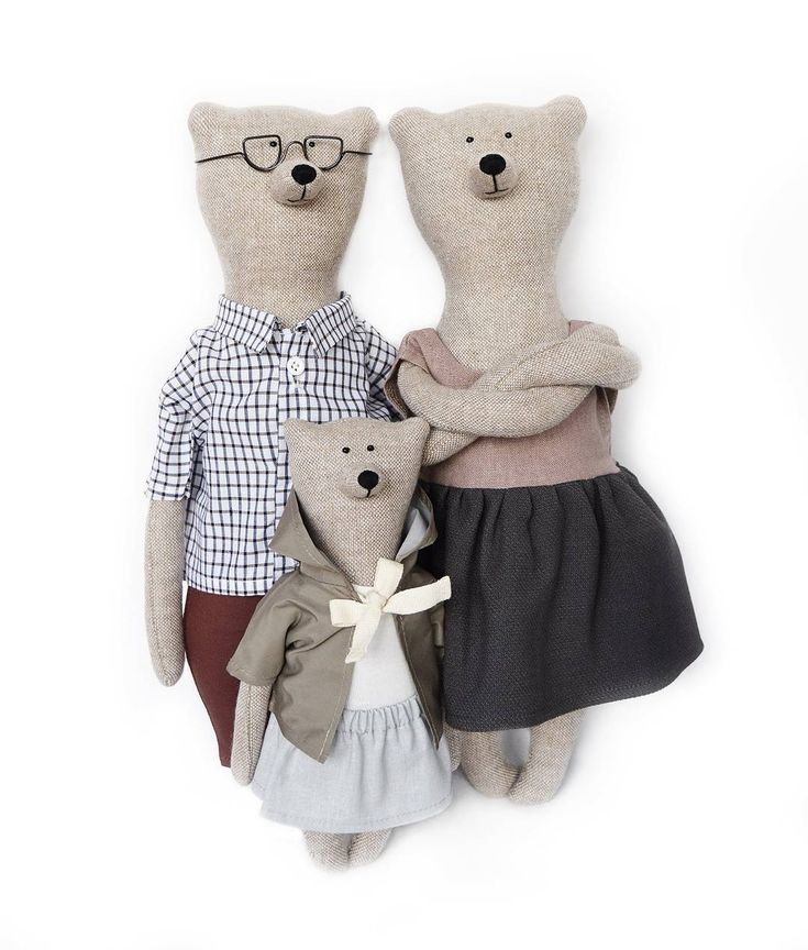 А вот и они! Белые медведи - Лилу, Филипп, крошка Валери и кое-кто еще уже в нашем онлайн-магазине. Переходите по ссылке в профиле, чтобы поскорее увидеть их! #philomenakloss