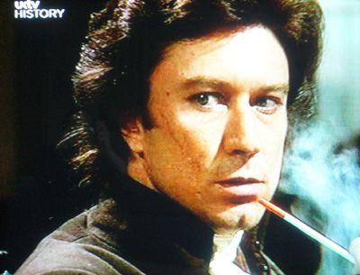 Robin Ellis as Ross Poldark (with pipe) (http://www.boredwithsport.co.uk/wp-content/uploads/2009/01/poldark-002.jpg)