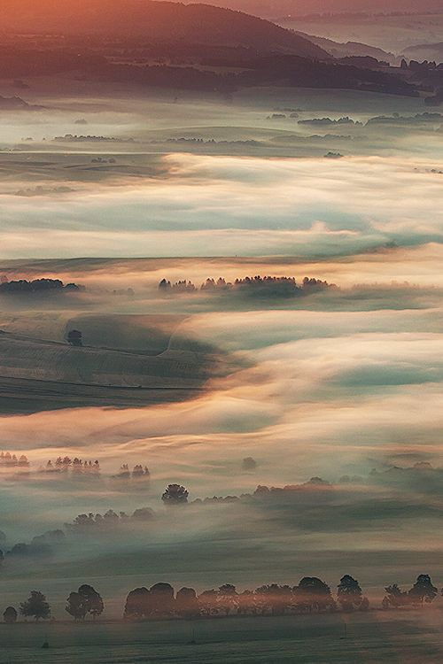 Flowing Mist - by: Pawel Uchorczak