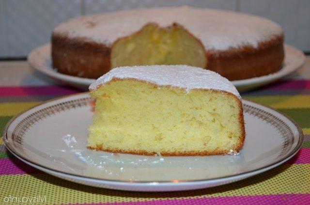 Torta+al+miele+con+frutta+e+yogurt