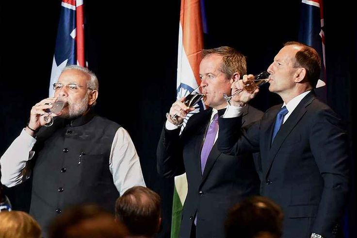 Indian Prime Minister @NarendraModi with the Leader of the Opposition of @Australia Bill Shorten and Australian counterpart Tony Abbott during the dinner hosted by the latter in Melbourne, Australia. ■ Photo: Kamal Singh (PTI)