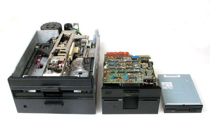 Floppy Disk Drives 8 5 3 - Disketová mechanika – Wikipedie