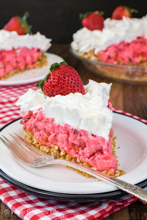 The sweet and salty crust on this Strawberry Pretzel Pie makes this easy, no bake pie a delicious spring or summer dessert. (strawberry desserts with pretzel crust)