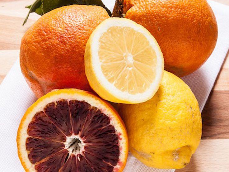Anche se nella consuetudine si usa questo nome per tutte le creme cotte a base di frutta per marmellata si deve intendere una mescolanza densa di polpa e succo di soli agrumi.