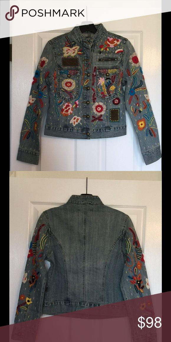 Peppe Peluso Denim Jacket NWT Size M Peppe Peluso Denim Jacket -NWT-Size M - Button Down- Button Cuffs- Embroidered Detailed Peppe Peluso Jackets & Coats Jean Jackets