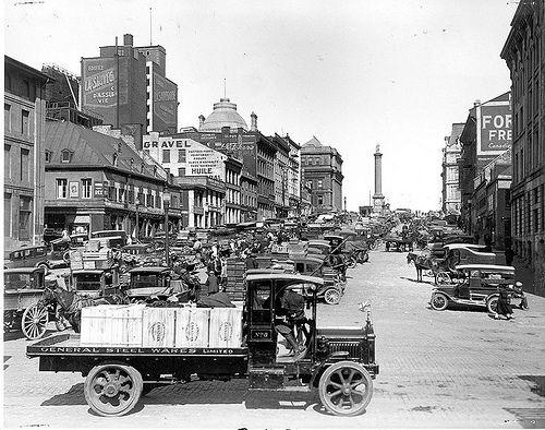 anné 1928 place Jacques Cartier vieux,Montréal.