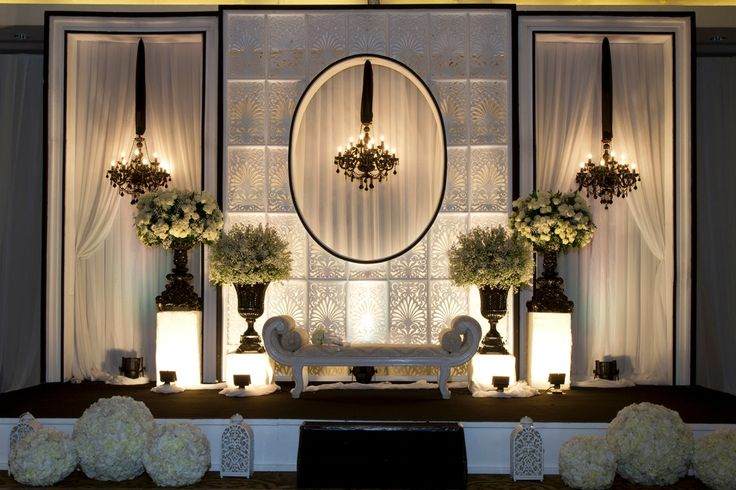 #mawarprada #dekorasi #pernikahan #pelaminan #wedding #decoration #romantic #blackandwhite #classic #elegant #jakarta more info: T.0817 015 0406 E. info@mawarprada.com www.mawarprada.com