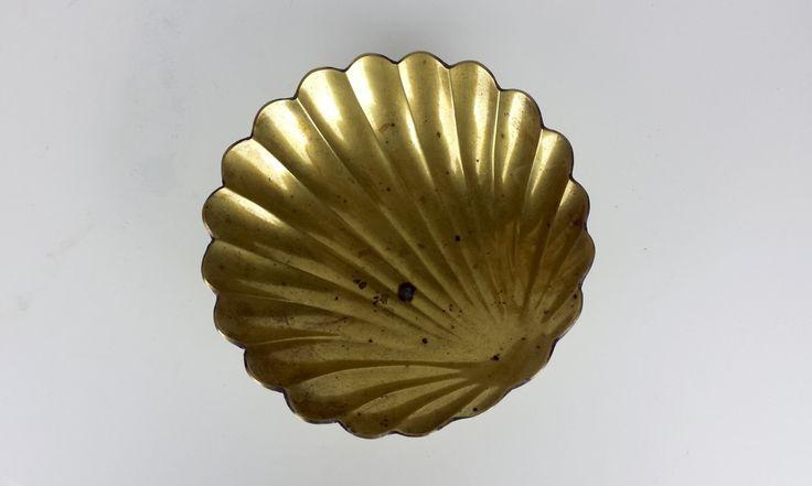 Mid Century Brass Clamshell Footed Dish, Vintage Brass Clamshell Catchall Dish, Vintage Brass Ashtray, Nautical Theme Decor, Mermaid Decor by CurioBoxx on Etsy