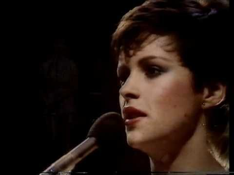 Good quality live performance from Sheena. Sheena Easton (born Sheena Shirley Orr; 27 April 1959) is a Scottish recording artist. Easton became famous for being the focus of an episode in the British television program The Big Time, which recorded her attempts to gain a record contract and her eventual signing with EMI Records.  Easton rose to f...