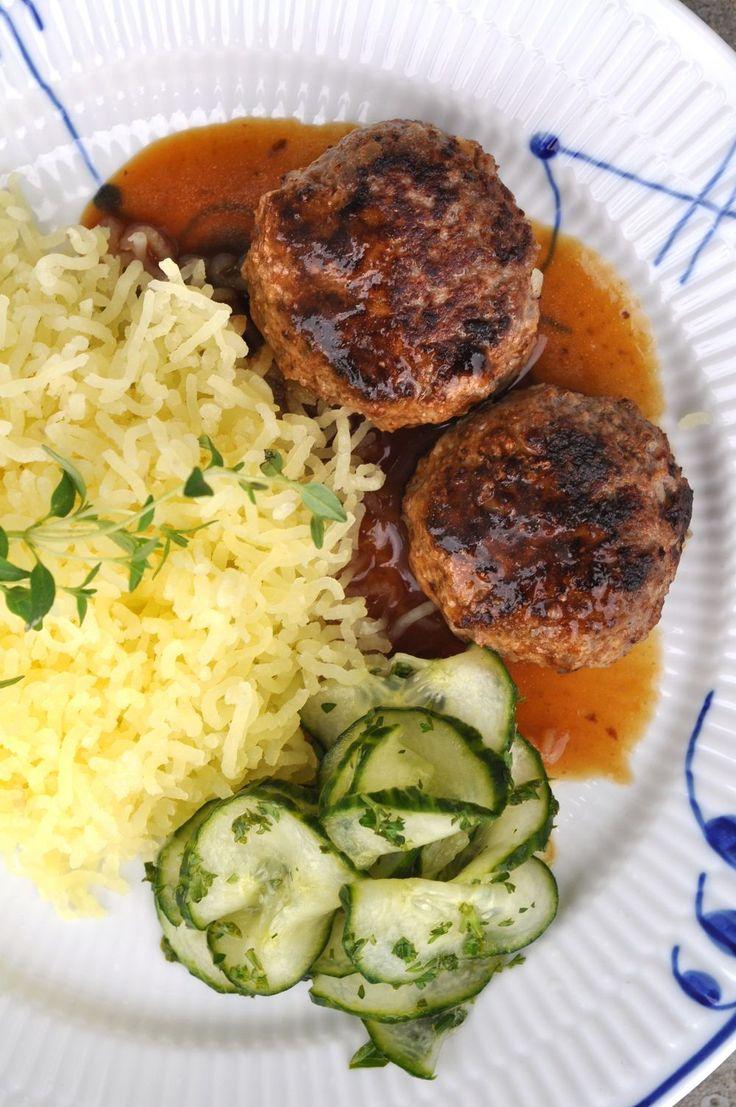 Ljuvligmat.se - en mat- och bakblogg - Hackebiff med pressad nypotatis, skysås och pressgurka