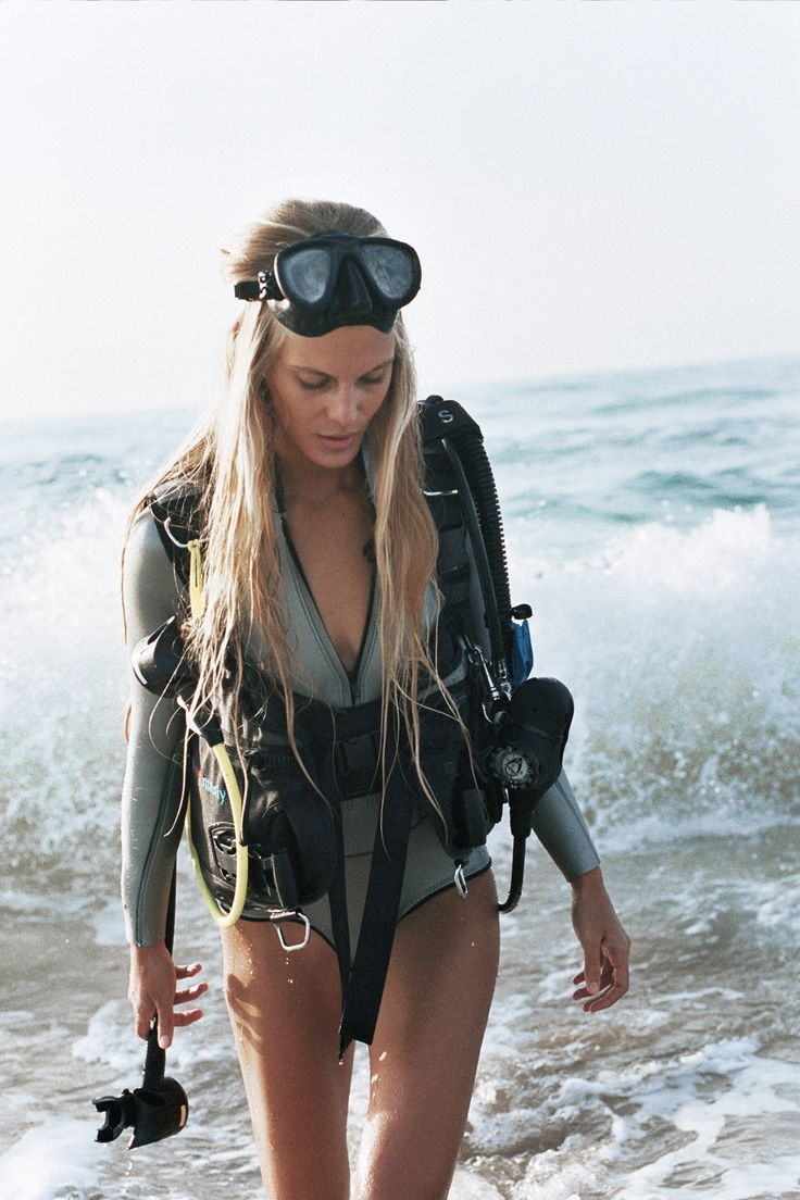 wet suit, swim wear, beach, scuba diving, tank, gear, fins, goggles, photo series, wolfcubchronicles, Brydie Mack, female photographer, power woman