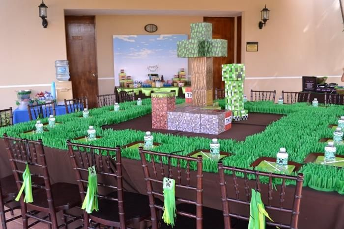 Table Decorations At A Minecraft Themed Birthday Full Of