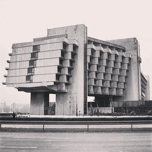 484 best beautiful brutalism images on pinterest for Architecture brutaliste