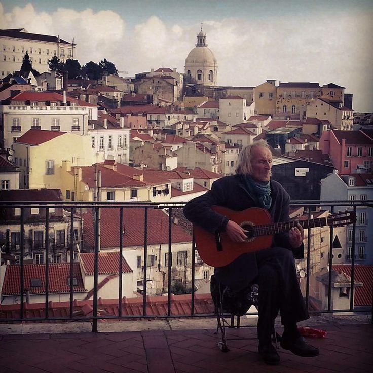 Guitarist in Aflama, Lisbon