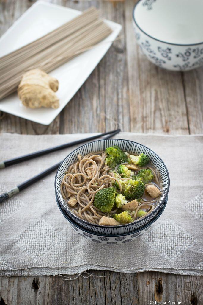 Zuppa di soba con tacchino e broccoli