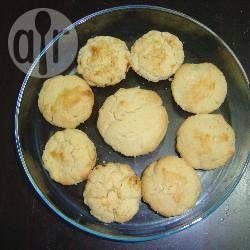 Brasilianische Empadas mit Huhn und Palmherzen (Empada de frango com palmito) - Empadas sind sehr beliebt in Brasilien und sind ein bisschen wie kleine Pasteten mit Teig, Fleisch oder Gemüse. Hier werden Hähnchenfleisch und Palmenherzen kombiniert. @ de.allrecipes.com