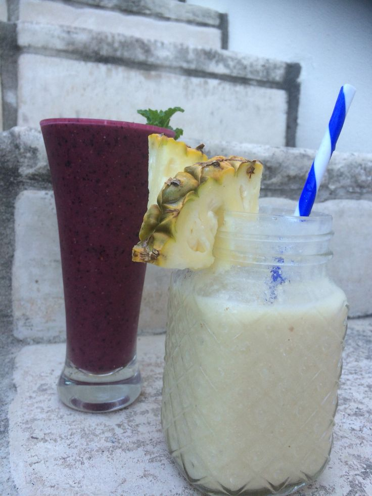 Raw smoothie mocktails Berry mint & piña colada