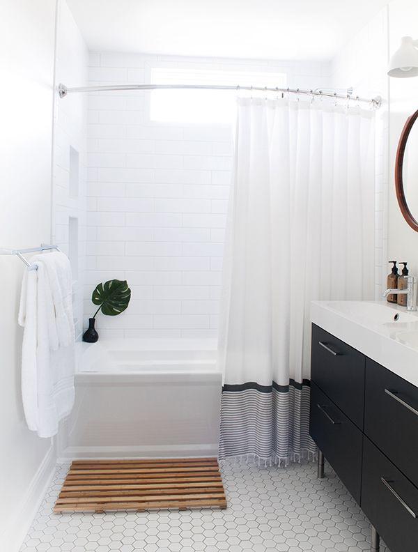 a teak bathmat adds visual interest to a clean + modern bath | via coco+kelley