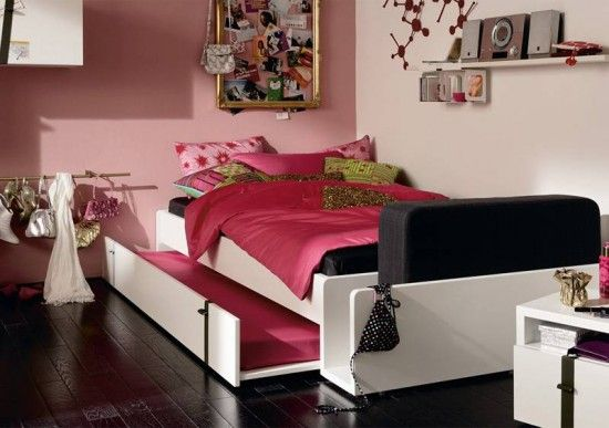 """Trundle bed for a shared room... Love that the pull out has a """"rail"""" built on it. @Tessa Winn"""
