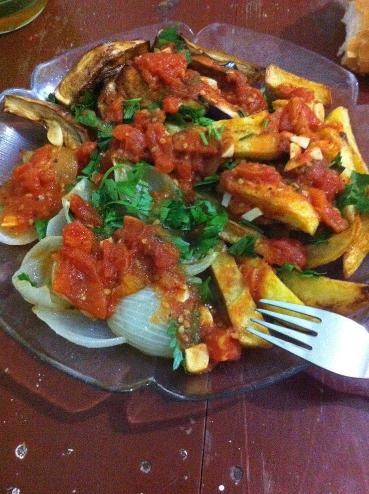 Karışık domates soslu kızartma.