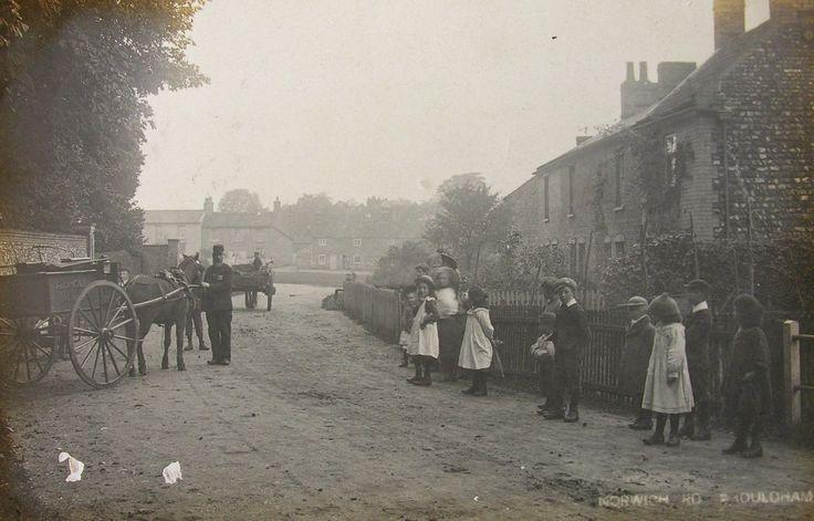 EDWARDIAN CHILDREN WATCH THE ROYAL MAIL CART SHOULDHAM NORFOLK 1910 RP PC | eBay