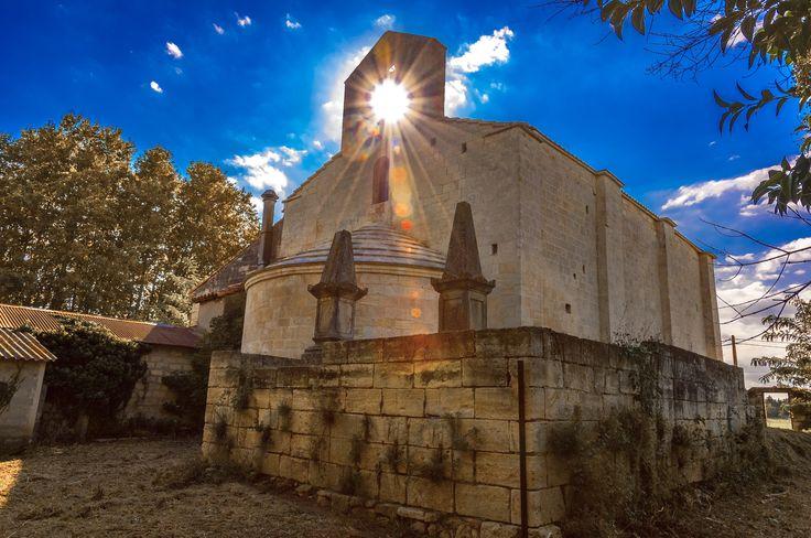 CHAPELLE SAINT-JACQUES DE SAUJAN. De style roman provençal, la chapelle du XIIIe siècle appartenait au monastère de Lerins et était sous la dépendance de l'Archevêque d'Arles. Route de Fourques - 30300 BEAUCAIRE