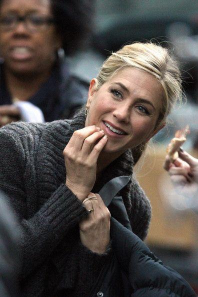 Like those earrings   Jennifer Aniston Photo - Jennifer Aniston Films 'Wanderlust' in Greenwich Village