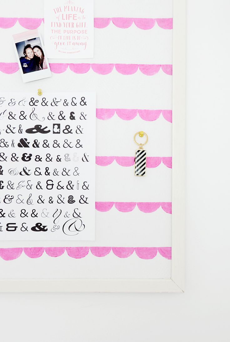 Does your home office or cubicle need some character? Spice it up with this easy hand-printed fabric memo board that you can easily make yourself with a piece of white material and some fabric paint. Click through to check out the easy tutorial.
