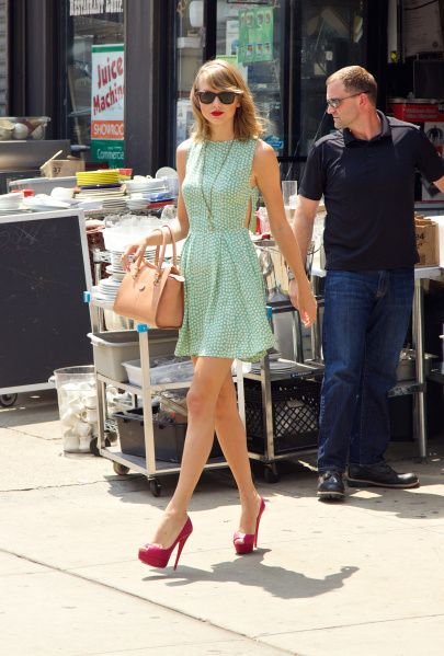 Taylor Swift Street Style: A Complete Guide | StyleCaster