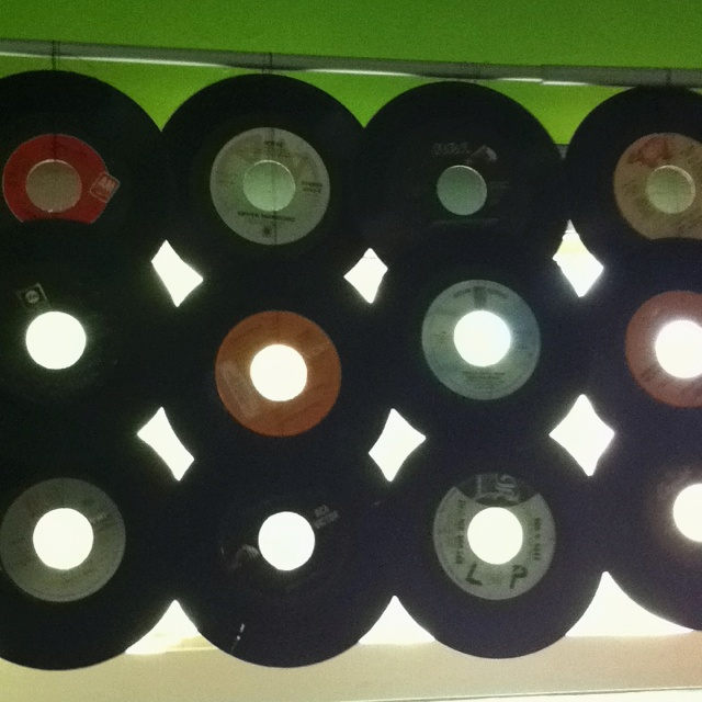 I used my mom 39 s old 45 records to make curtains it 39 s a for Crafts with old records
