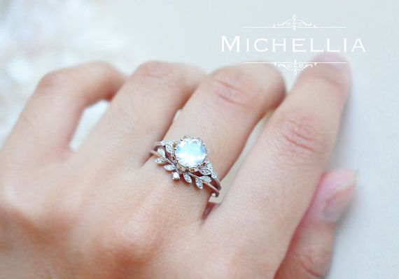 Vintage Moonstone Floral Engagement Ring in von MichelliaDesigns